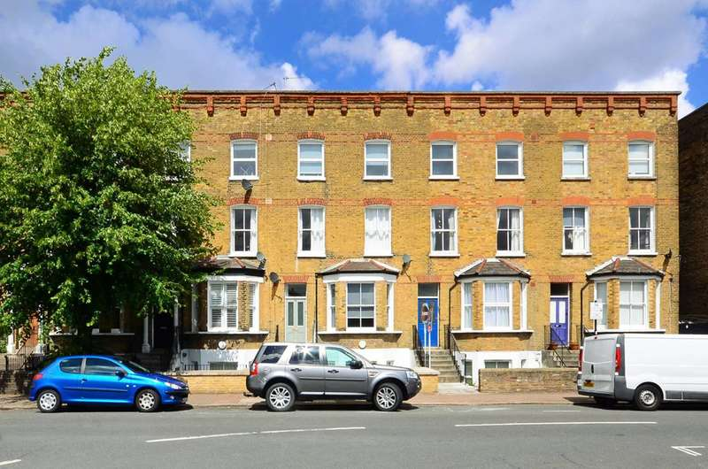 2 Bedrooms Flat for sale in Byrne Road, Balham, SW12