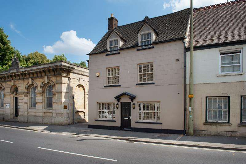 4 Bedrooms Terraced House for sale in Holdan House, Bridge Street, Witney, Oxfordshire