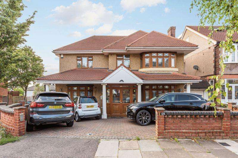 6 Bedrooms Detached House for sale in Herent Drive, Ilford