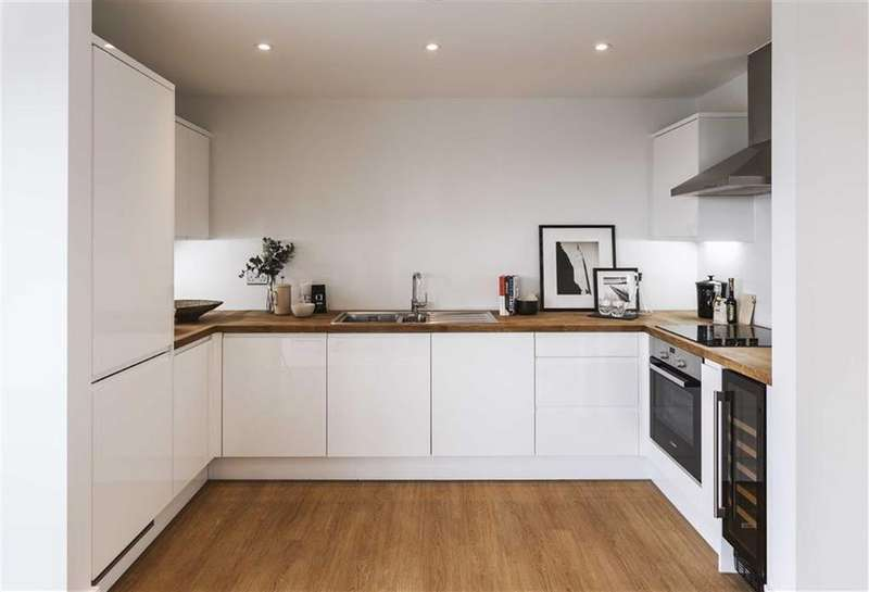 3 Bedrooms Apartment Flat for sale in Fusion Court, Stratford, London
