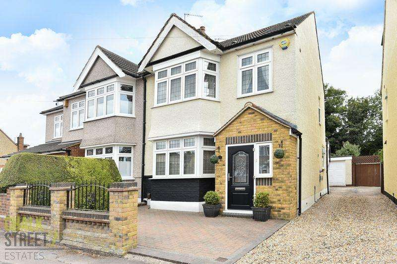 4 Bedrooms Semi Detached House for sale in The Avenue, Hornchurch, RM12