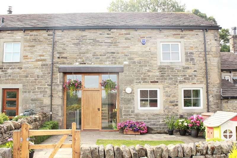 3 Bedrooms Unique Property for sale in 2, Coplowe Hall, Coplowe Lane, Wilsden, Bradford, West Yorkshire, BD15
