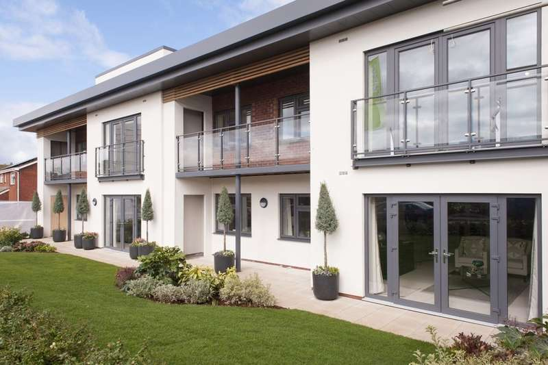 2 Bedrooms Flat for sale in Buckingham Close, Exmouth, EX8