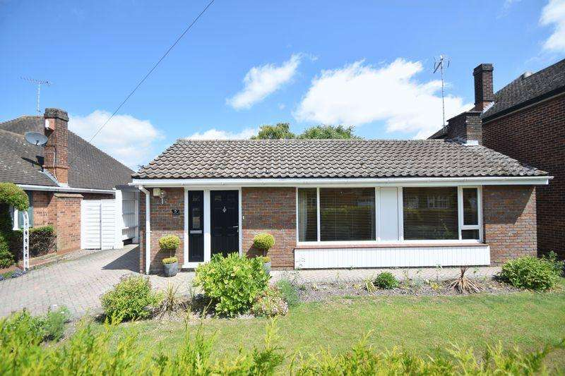3 Bedrooms Bungalow for sale in Coombe Drive, Dunstable