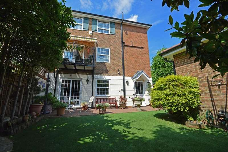 4 Bedrooms Semi Detached House for sale in Newcombe Park, Mill Hill