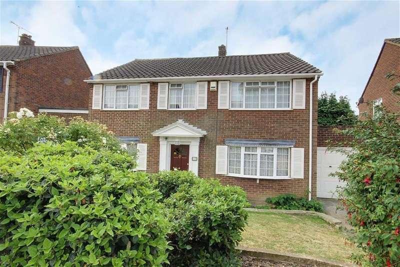 4 Bedrooms Detached House for sale in Sandringham Road, Little Heath, Hertfordshire