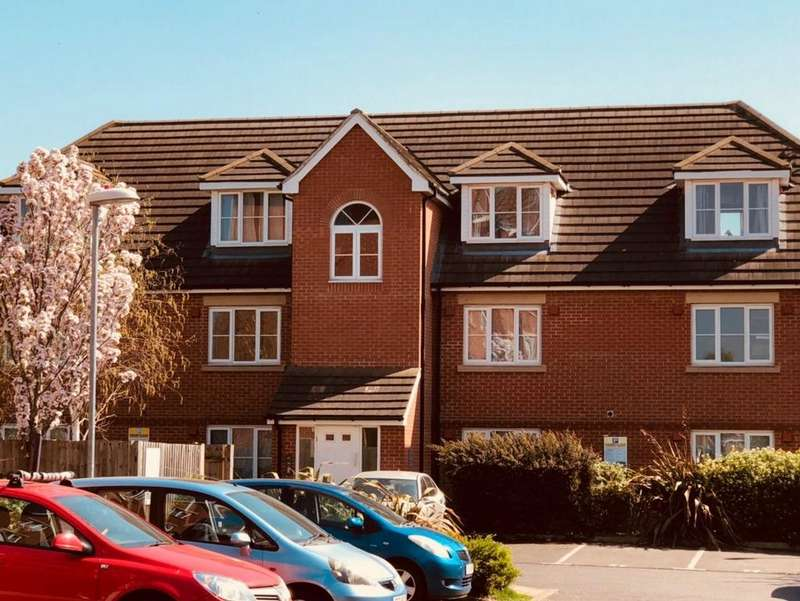 2 Bedrooms Flat for sale in Tallow Close, Dagenham, RM9