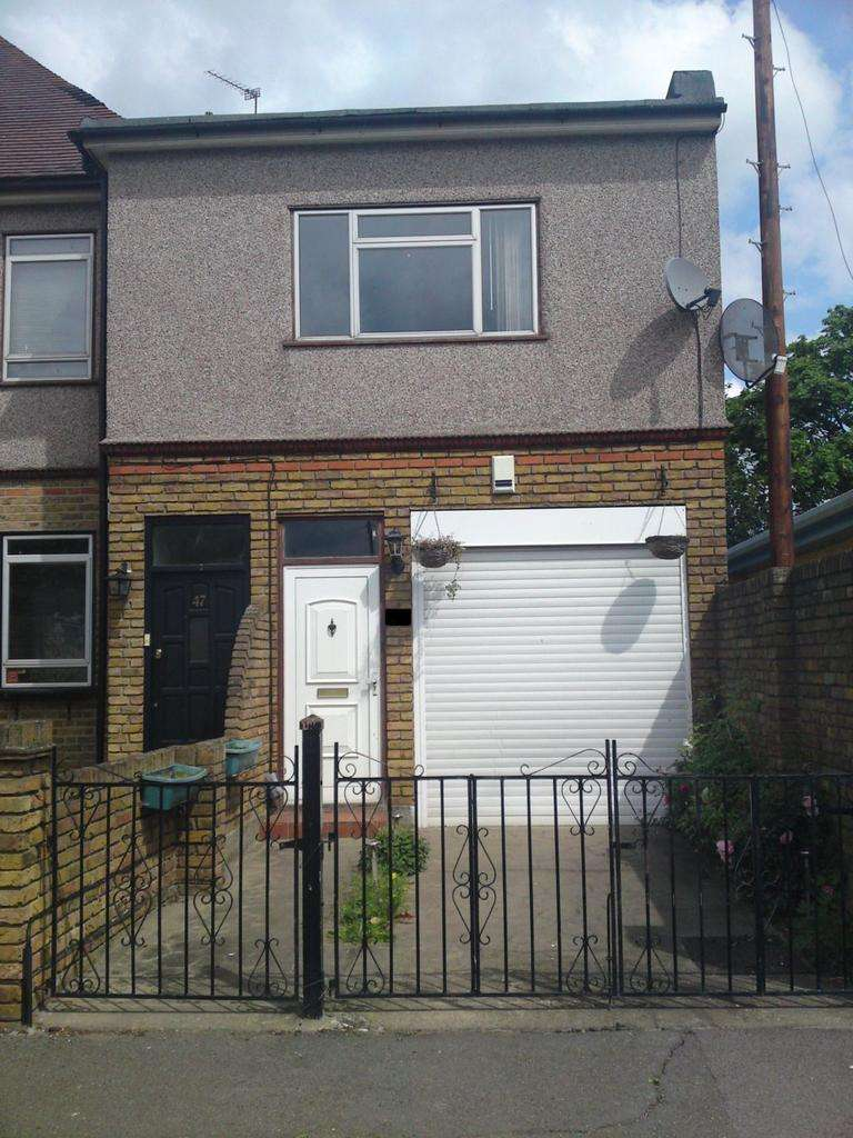 3 Bedrooms House for sale in Epsom Road, Ilford, IG3