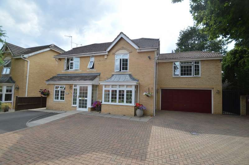 6 Bedrooms Detached House for sale in Hurworth Avenue, Langley, SL3