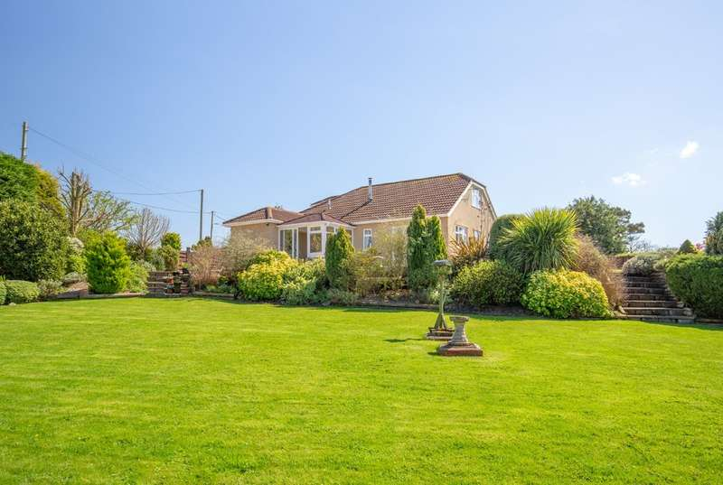3 Bedrooms Detached Bungalow for sale in Station Road, Castle Cary