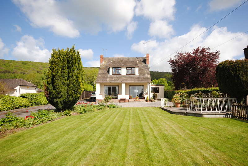 5 Bedrooms Detached House for sale in Cheddar Road, Axbridge