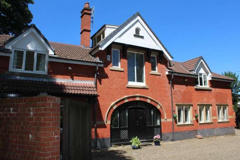 4 Bedrooms Detached House for sale in Willbutts Lane, Passmonds, Rochdale