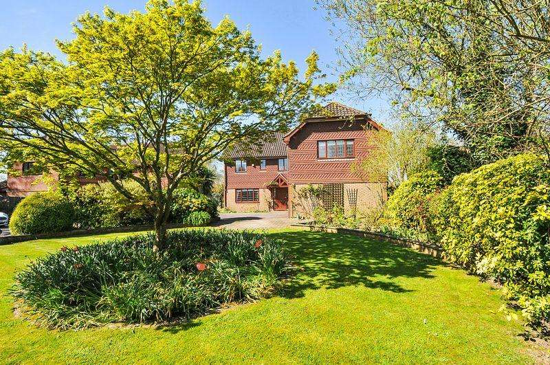 5 Bedrooms Detached House for sale in Beechwood, Henfield