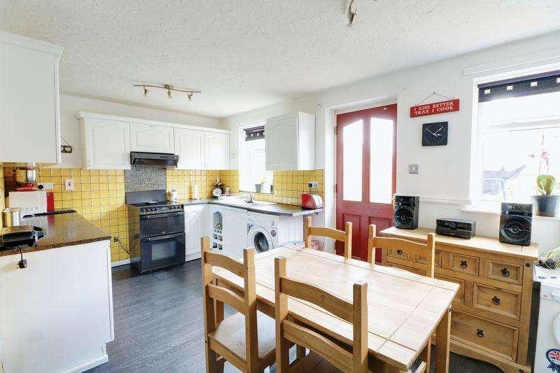 3 Bedrooms Terraced House for sale in Burslem Street, Hull