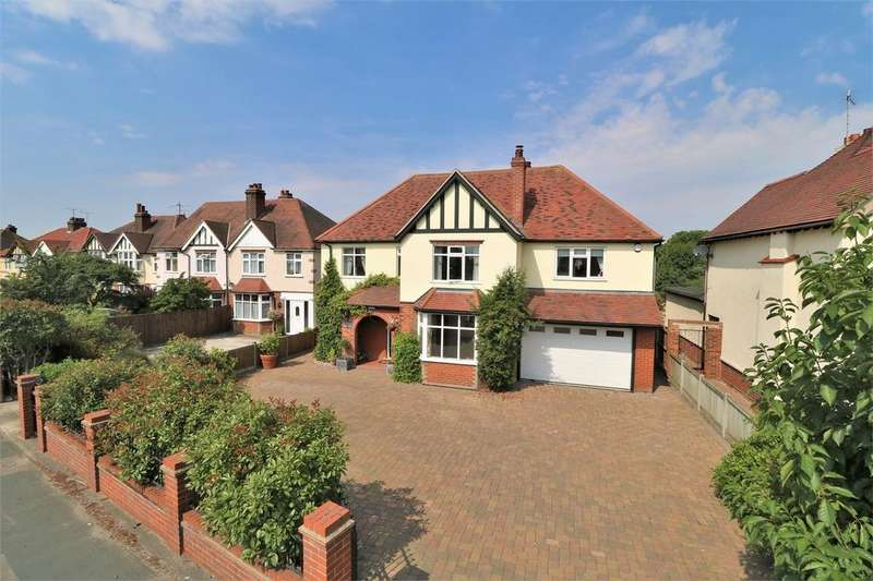 5 Bedrooms Detached House for sale in Ipswich Road, Colchester, Essex