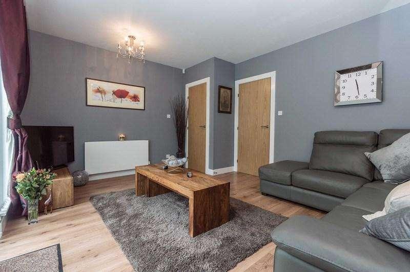 3 Bedrooms Property for sale in 34 Esk Bridge, Penicuik, Midlothian, EH26 8QR