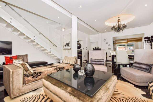 4 Bedrooms Semi Detached House for sale in Bowes Road, London