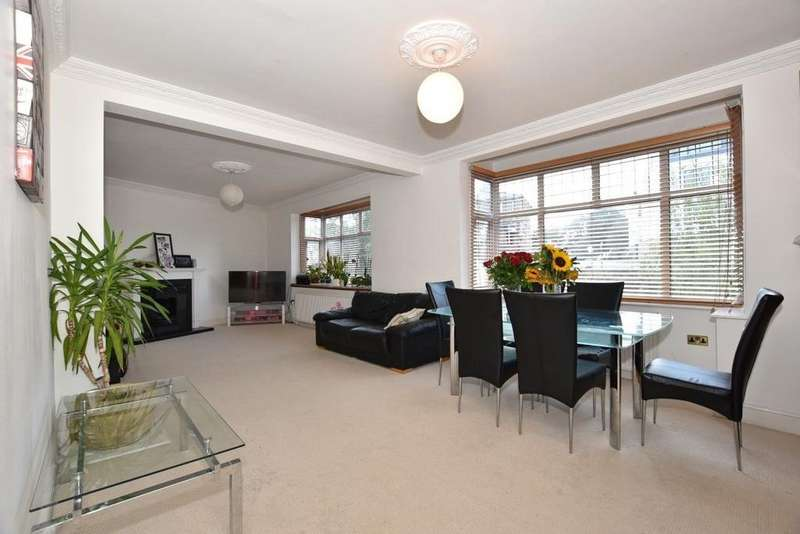 3 Bedrooms Flat for sale in Station Parade, High Street, Wanstead