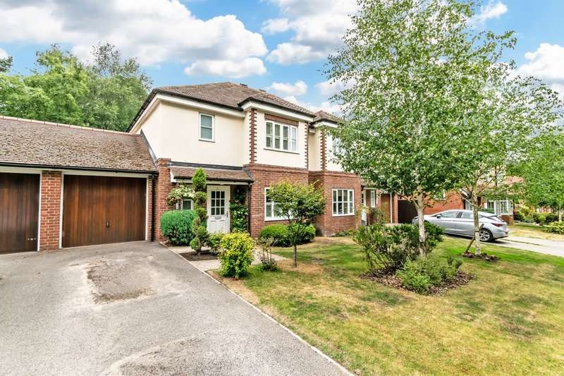 3 Bedrooms Semi Detached House for sale in Kingswood Park, Kingswood, Frodsham, WA6