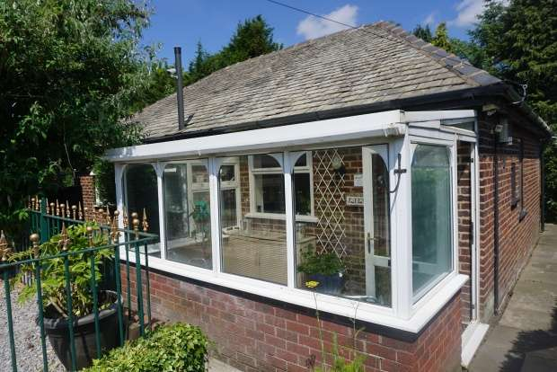 2 Bedrooms Detached Bungalow for sale in Preston Old Road, Blackburn, Lancashire, BB2 5EN