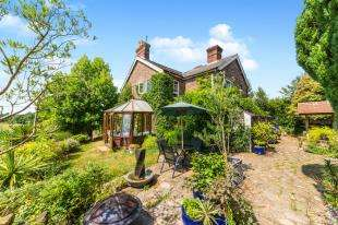 3 Bedrooms Detached House for sale in Flitterbrook Lane, Punnetts Town, Heathfield, East Sussex