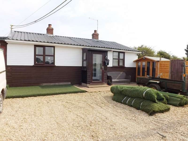 2 Bedrooms Detached Bungalow for sale in Fleet