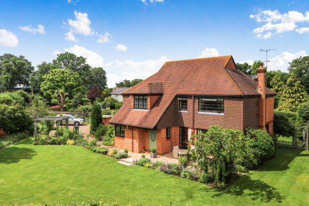 4 Bedrooms Detached House for sale in Bookham, Surrey