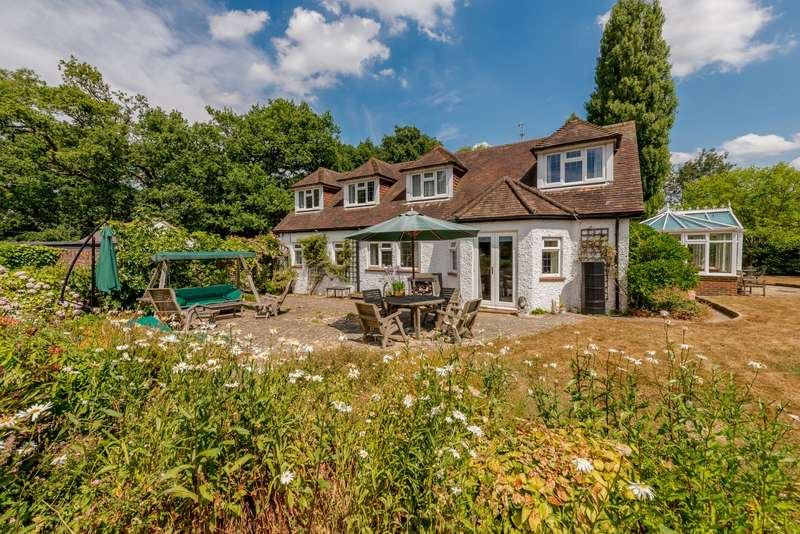 5 Bedrooms Detached House for sale in Cox Green