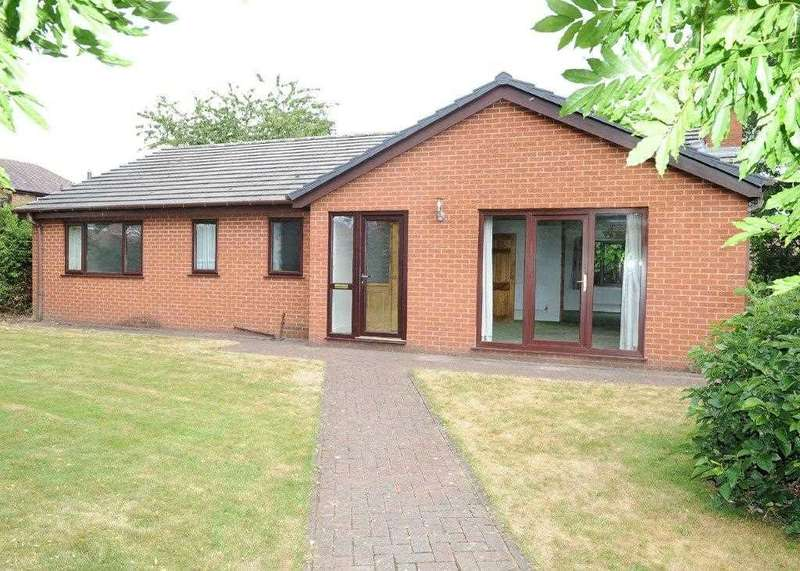 2 Bedrooms Bungalow for sale in 46A Roscoe Road, Irlam M44 6AR