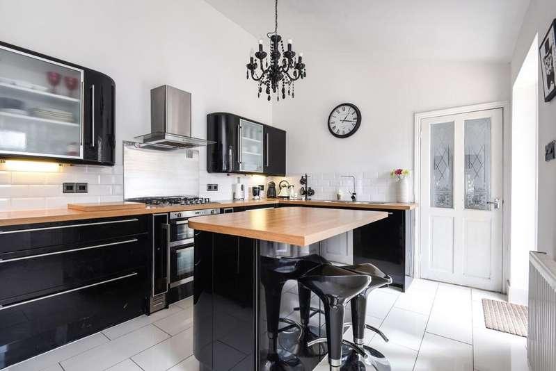 3 Bedrooms Bungalow for sale in Courtlands Avenue Lee SE12