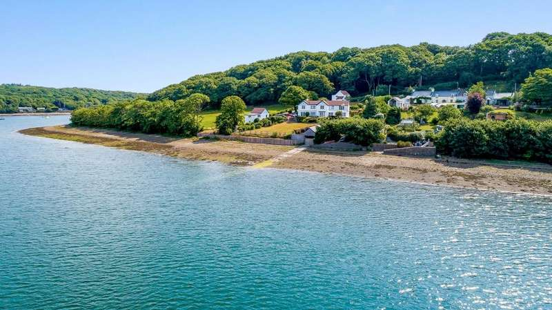 5 Bedrooms Detached House for sale in Cosheston, Nr Pembroke, Pembrokeshire, SA72