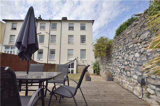 2 Bedrooms Flat for sale in Hampton Park, BRISTOL, BS6 6LJ