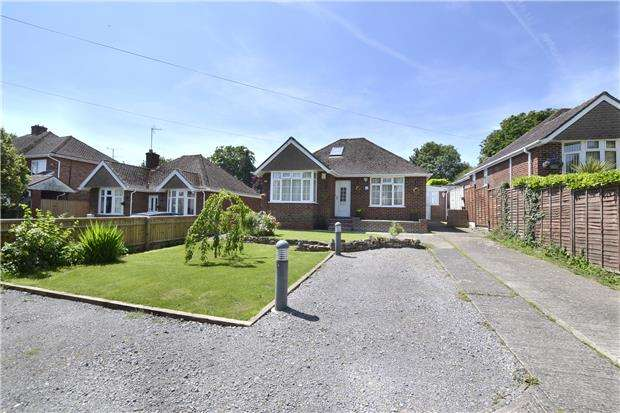 4 Bedrooms Detached House for sale in Simms Lane, Quedgeley, Gloucester, GL2 3NJ