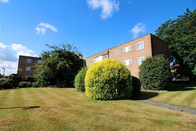 3 Bedrooms Flat for sale in Empire House, Edmonton