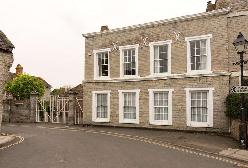 5 Bedrooms Town House for sale in Market Place, Somerton, Somerset, TA11