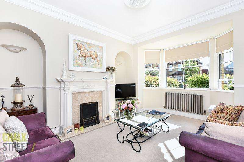 3 Bedrooms Terraced House for sale in The Mall, Hornchurch, RM11