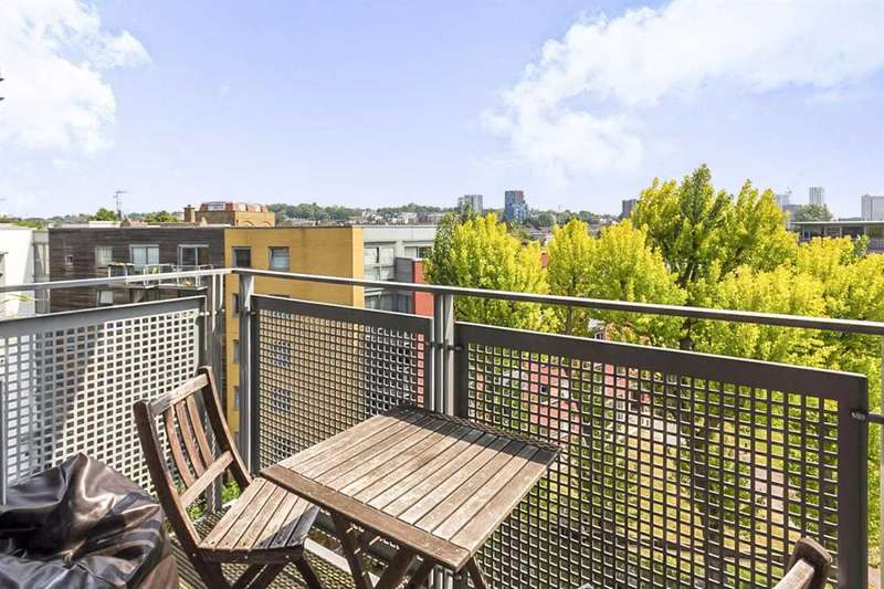 1 Bedroom Apartment Flat for sale in California Building, London