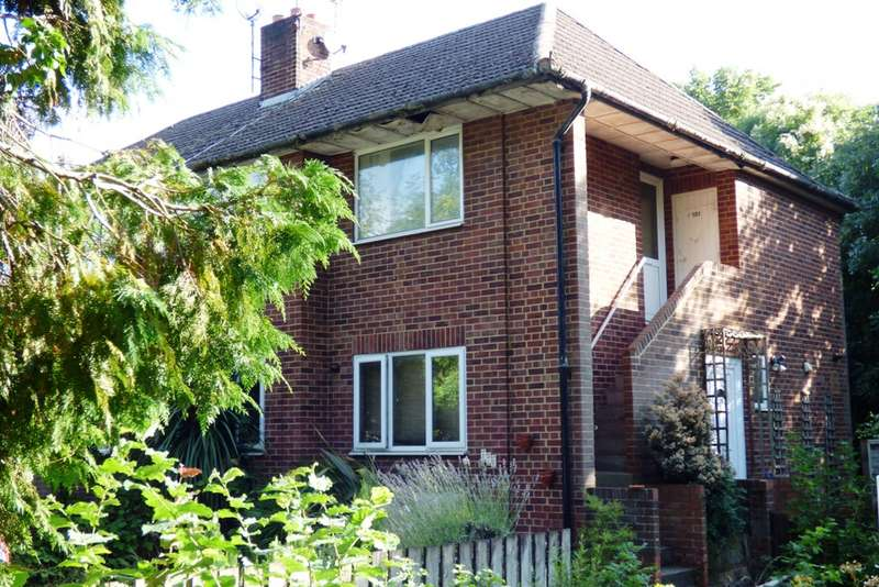 2 Bedrooms Maisonette Flat for sale in Headley Road, Woodley