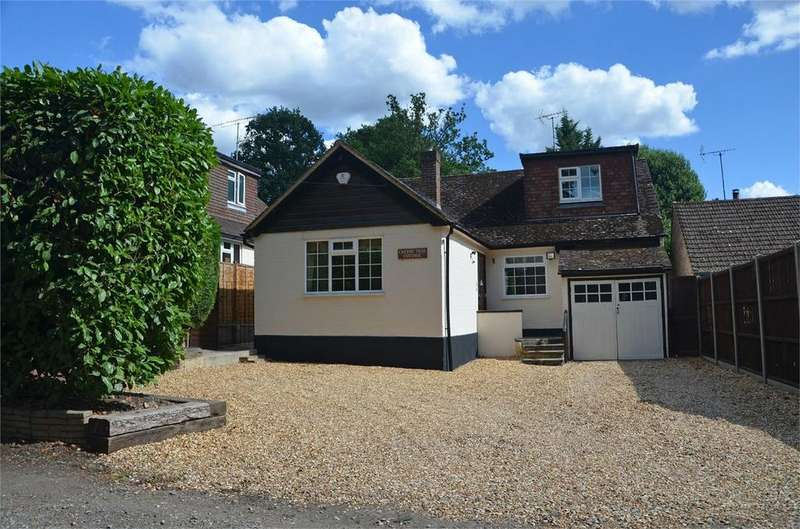 4 Bedrooms Detached House for sale in Oaklands Lane, CROWTHORNE, Berkshire