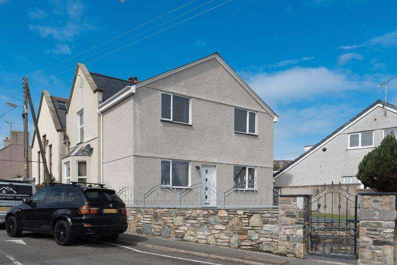 3 Bedrooms Semi Detached House for sale in Old School Road, Holyhead
