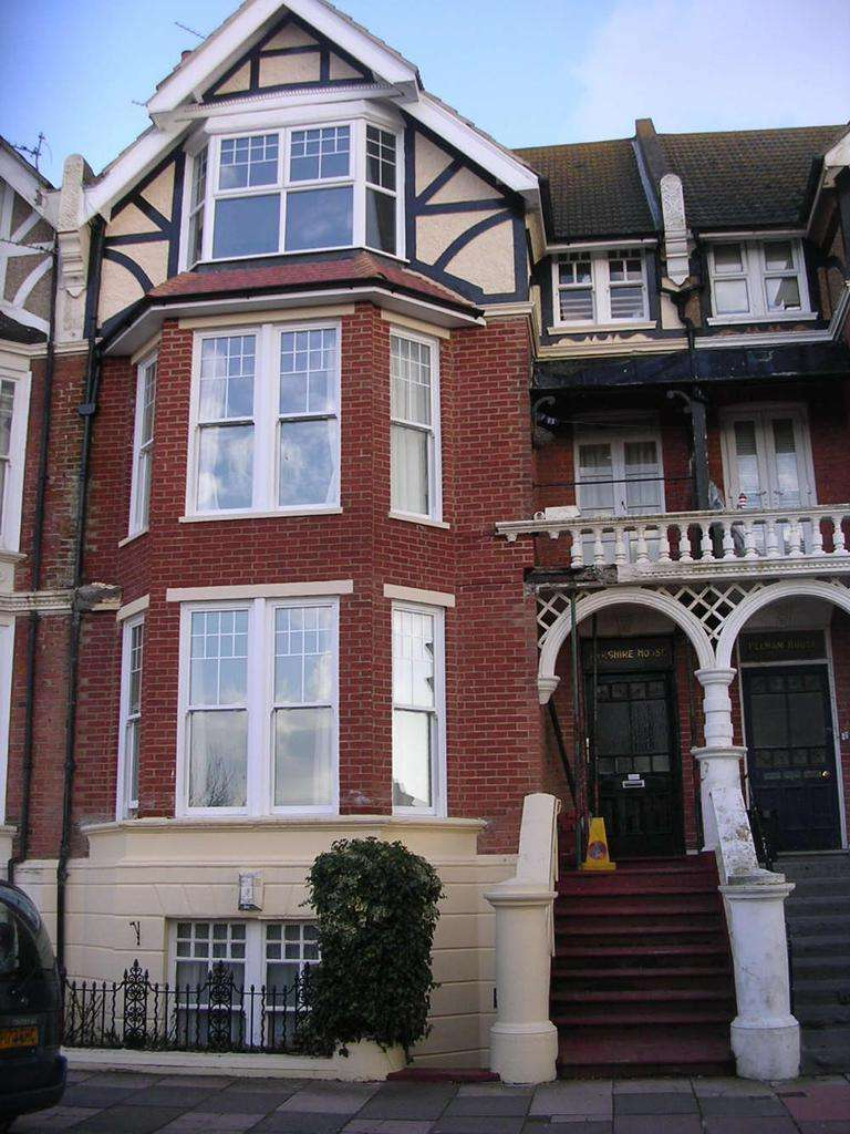 1 Bedroom House for sale in Park Road, Bexhill, TN39