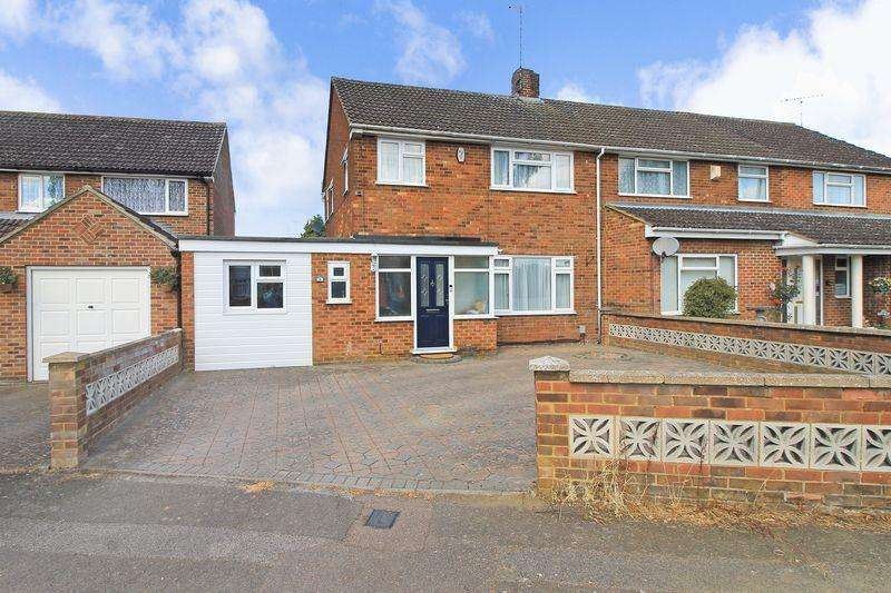 3 Bedrooms Semi Detached House for sale in Pinewood Close, Luton