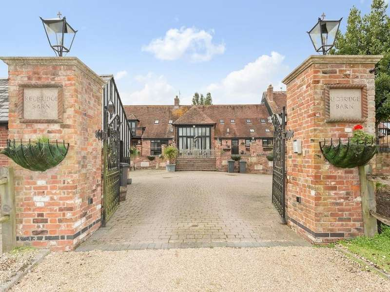 4 Bedrooms Barn Conversion Character Property for sale in Redbridge Farm, Lytchett Matravers, Poole, Dorset