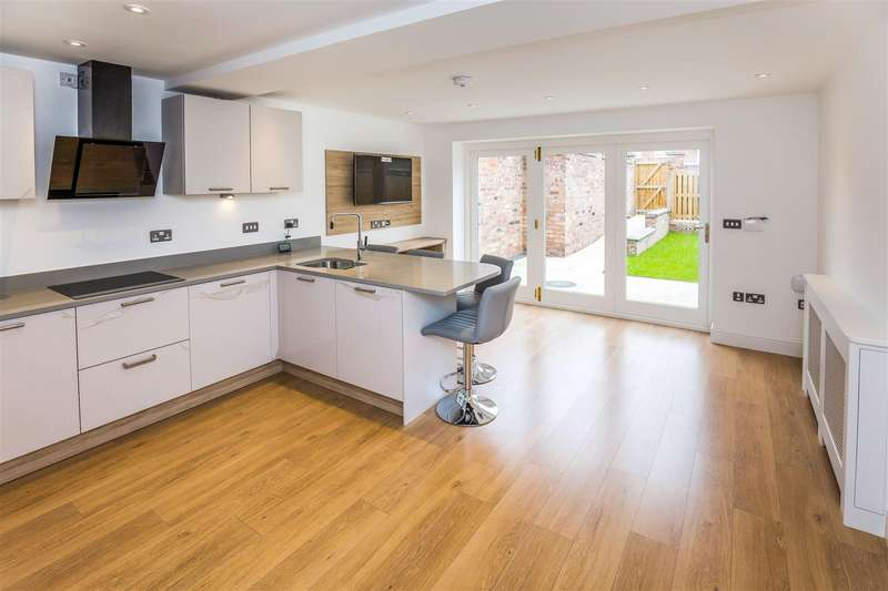 4 Bedrooms Town House for sale in Hough Green, Chester