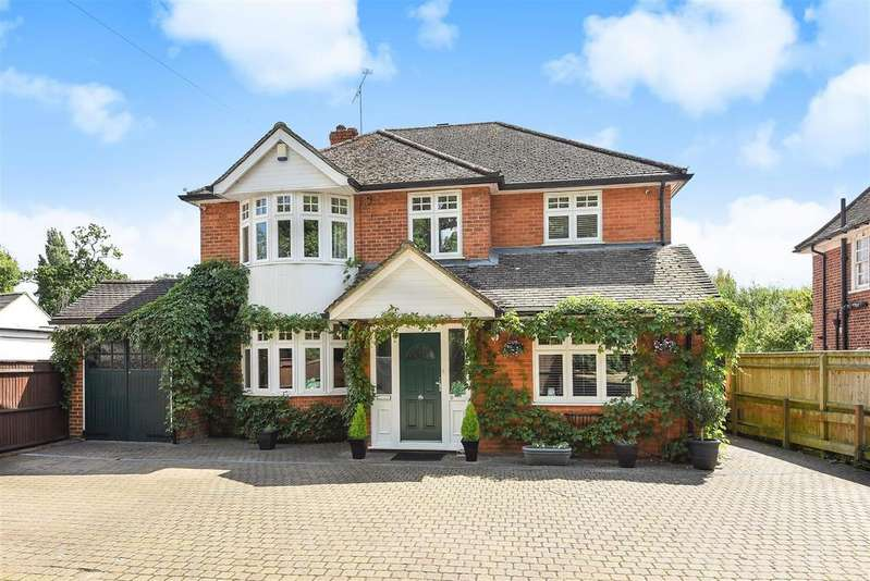 4 Bedrooms Detached House for sale in Finchampstead Road, Wokingham, Berkshire, RG41 2NU