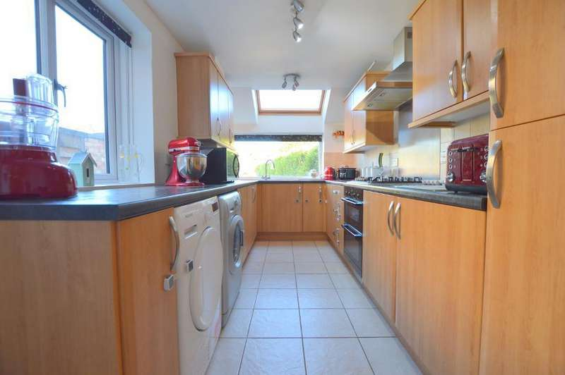 2 Bedrooms Terraced House for sale in St Thomas' Road, Stopsley, Luton, LU2 7UY