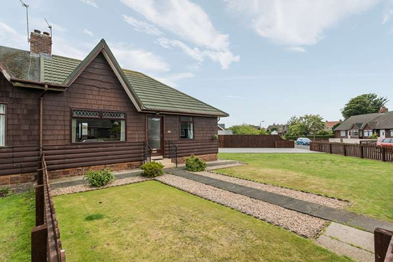 2 Bedrooms Semi Detached Bungalow for sale in Mainholm Crescent, Ayr, South Ayrshire, KA8 0QT