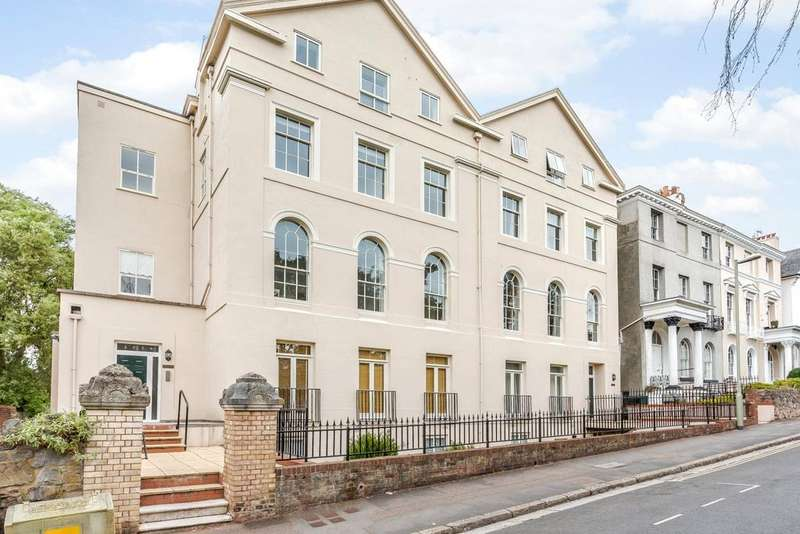 2 Bedrooms Flat for sale in Clifton Court, Clifton Hill, Exeter, Devon