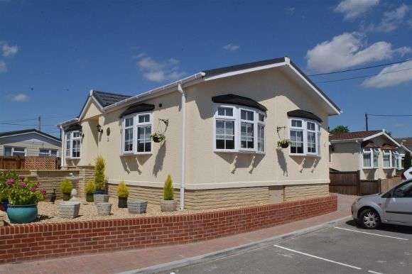 2 Bedrooms Property for sale in Elm Grove Park, Thatcham