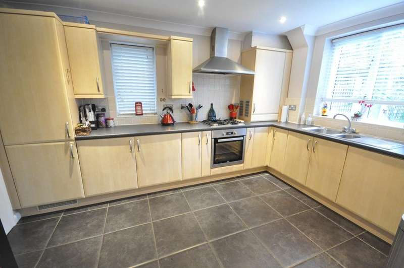 2 Bedrooms Semi Detached House for sale in Carpenters Close, Woodley, Reading, RG5 4EF